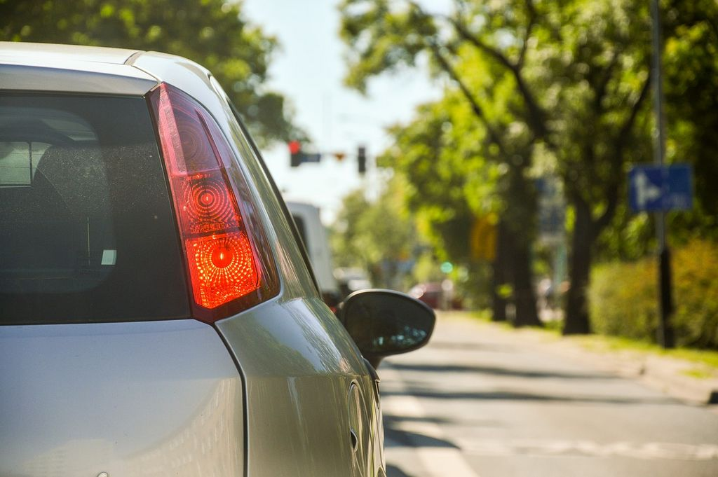 Это-вождение не только помогает уменьшить загрязнение окружающей среды, но и заметно экономить