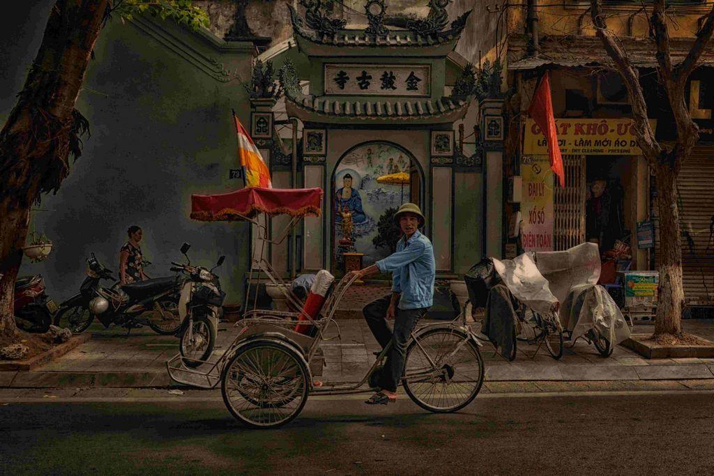 Кретивный директор Вьтенам Сайгон работа в креативном агентстве в Азии